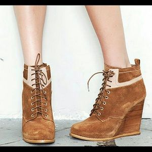Cynthia Vincent Miller Wedge Leather Booties 9